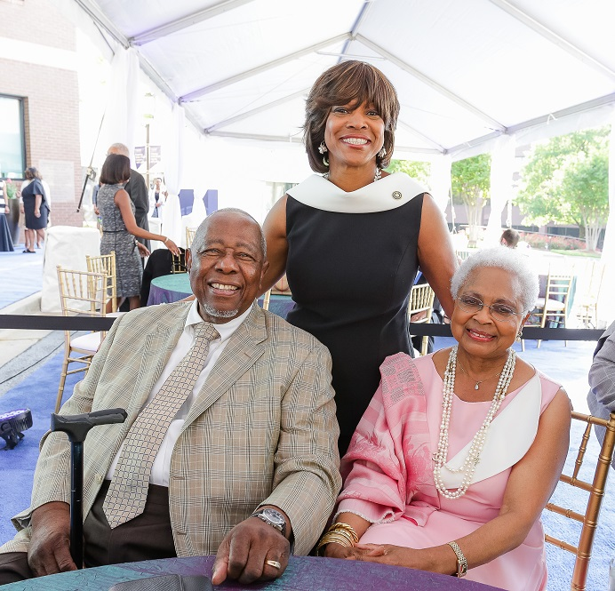 2017 Vanguard Award Winner Hank Aaron, Billye Aaron and Dr. Valerie Montgomery Rice