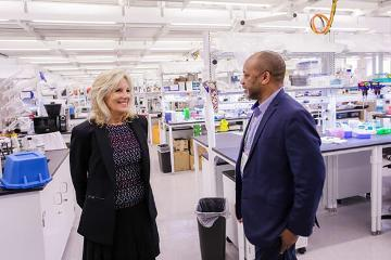 Dr. Biden tours the Research Core Facility at MSM with Dr. James Lillard.